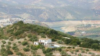 Iznajar Country Property with superb view