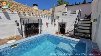 Iznajar traditional Andalusian village house with pool