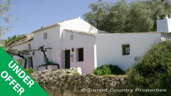 Iznajar, lovely detached reformed cottage with lots of charm & character and swimming pool