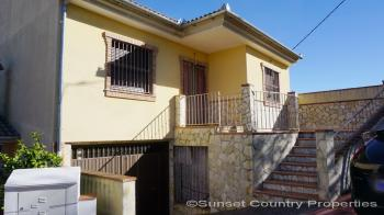 Fuente Camacho delightful 3 bedroom 2 bathroom edge of village house with views and large garages