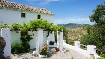 Iznajar, Delightful two bedroom cottage full of character & charm with amazing views