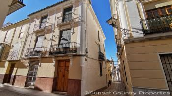 Traditional style 4 bed town house in excellent condition, situated in the historical town of Archidona
