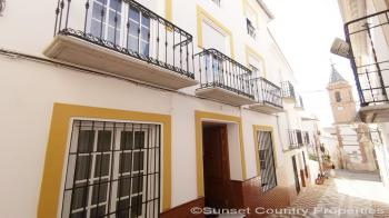Archidona, beautiful, very spacious 4 bedroom town house with large patio