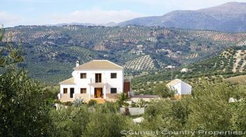 Algarinejo, Beautiful detached spacious 4 bedroom, 2 bathroom country house with stunning views and pool