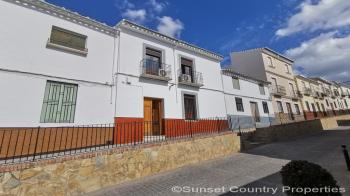 Archidona, fabulous 4 bedroom town house with garden and great views