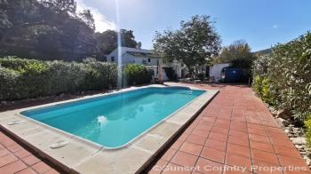 Iznajar, Authentic five bedroom country property full of charm and swimming pool.