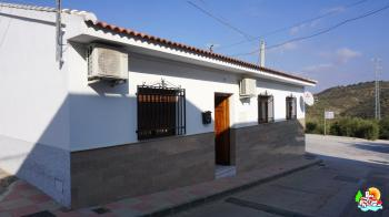 Villanueva de Tapia, 3 bedroom single story villa with garage and beautiful internal courtyard