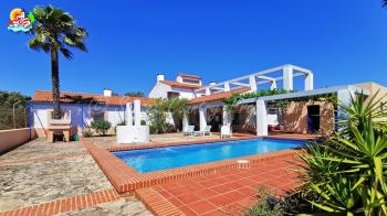 Archidona, 5 bedroomed detached country property with large swimming pool, amazing views & very large plot.