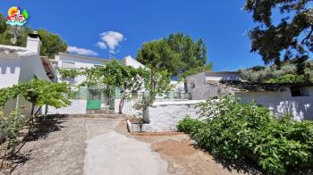 Iznajar, Character 4 bedroom country property with amazing views and near to the lake.