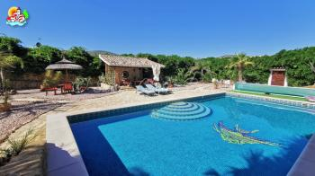 Iznajar,  beautiful 6 bedroom 4 bathroom detached villa with stunning views and large swimming pool