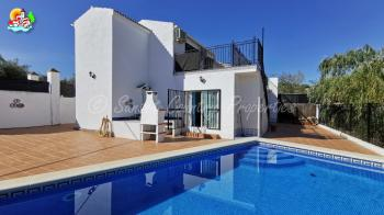 Loja area, 3 bedroomed 2 bathroom country property with swimming pool and great views