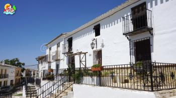 Archidona, Charming 3 bedroom town house with large garden, original features and great views.