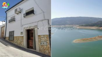Iznajar,  well presented ready to move into two bedroom, two bathroom town house with independent two storey building with stunning views of the lake.