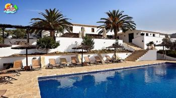Iznajar 9 bedroom detached property fully licensed as a boutique B&B and 3 independent luxury apartments offering self catering accommodation