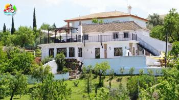 Fuente Camacho, Beautiful detached 4 bed, 2 bath property with manicured garden, pool, various covered and sun terraces.