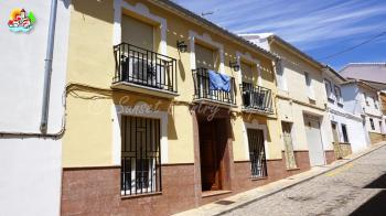 Archidona, preciosa casa de pueblo muy espaciosa de 4 dormitorios con gran jardín y un apartamento