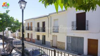 Archidona, fantastic town house to reform on a short walk from all amenities.