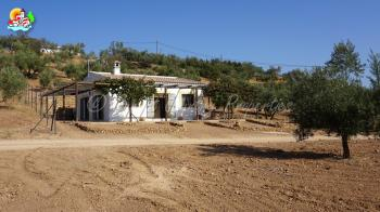 Loja, Lovely detached country bungalow on a large plot of land with great views of the countryside and the loja mountain range.
